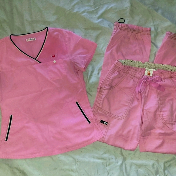 Koi Scrub Set in Light Pink size Small Tall